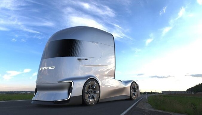 'Ford' prezentējis elektrisko kravas vilcēju konkurencei ar 'Tesla Semi'