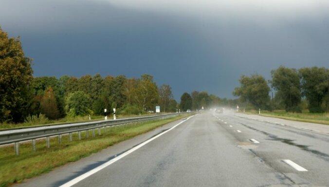 Из-за жары дороги в Латвии могут стать скользкими