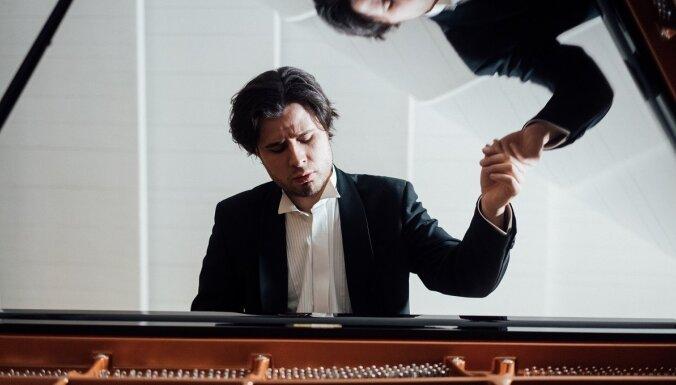 Andrejs Osokins ar Igaunijas Nacionālo simfonisko orķestri atklās rezidences gadu Cēsis