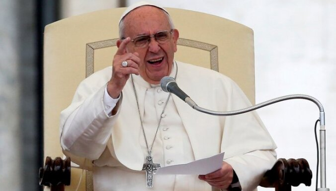 Humāno katastrofu Sīrijā labāk novērst sarunu ceļā, uzsver pāvests