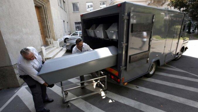 Saistībā ar migrantu nāvi Austrijā Ungārijā aiztur trīs personas