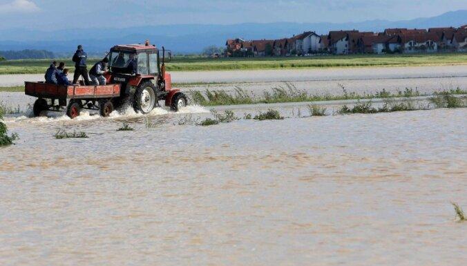 Plūdi Rietumbalkānos draud izskalot kara laika mīnas