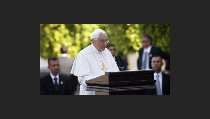 Zatlers vizītē uz Latviju ielūdzis Romas pāvestu Benediktu XVI