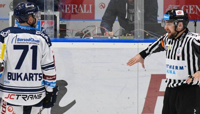 Bukarts ar divām rezultatīvām piespēlēm kaldina 'Vītkovice Ridera' uzvaru