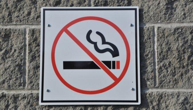 В Латвии предлагают запретить молодежи курить до 21 года