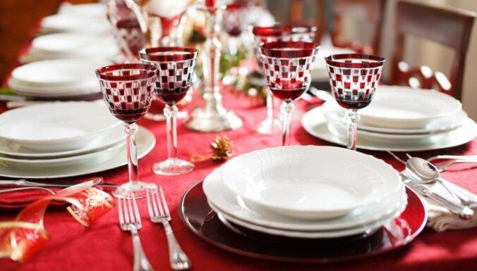 Patriotiskas svecītes un dekori: idejas mājas rotāšanai svētkos