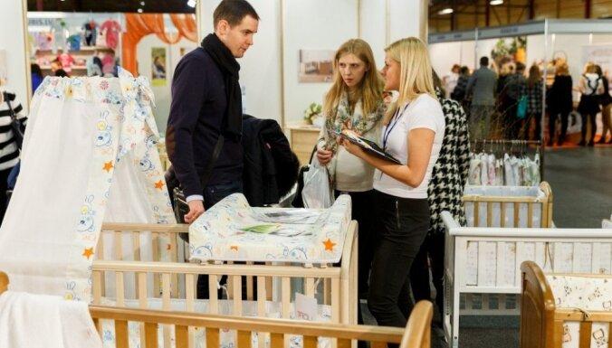 160 uzņēmumu ar savām precēm un konsultācijām vilina topošos un jaunos vecākus uz ikgadējo izstādi Ķīpsalā