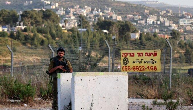 Rietumkrastā pēc uzbrukuma izraēliešiem ebreju kolonisti uzbrūk palestīniešu ciematam