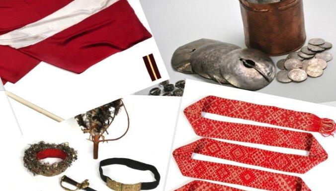 Исторические реликвии Латвии: монеты, пояс, флаг и украшения