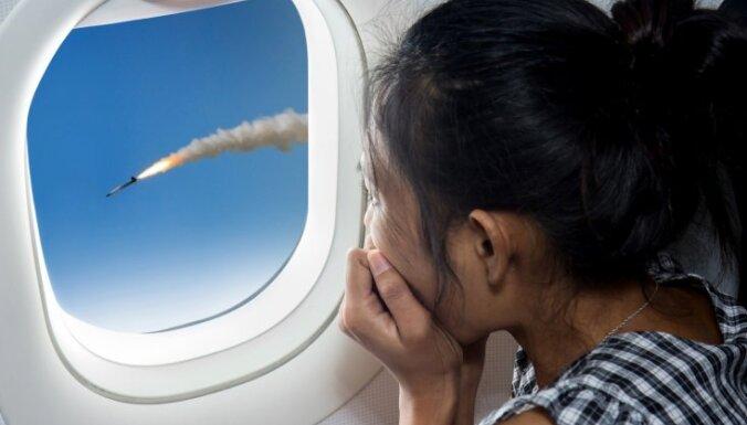 Jauna aplikācija tiem, kam bail lidot. Prognozē lidmašīnas avārijas iespējamību