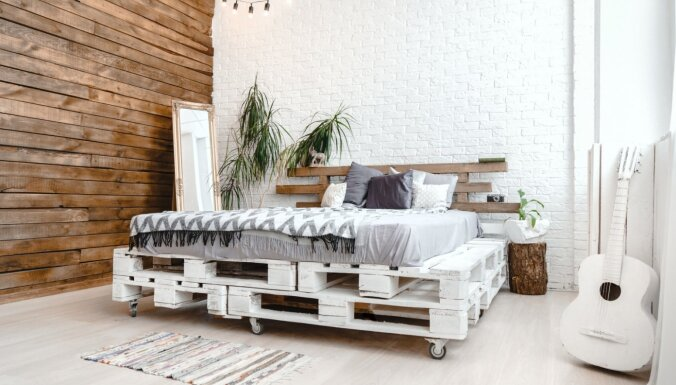 Ekonomisks risinājums: septiņas stilīgas gultas no koka paletēm