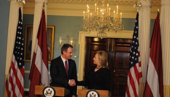 Клинтон и Кристовскис: Беларусь должна соблюдать права человека