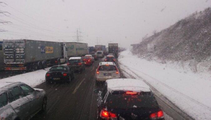 LAU: зима застает врасплох водителей, а не дорожные службы