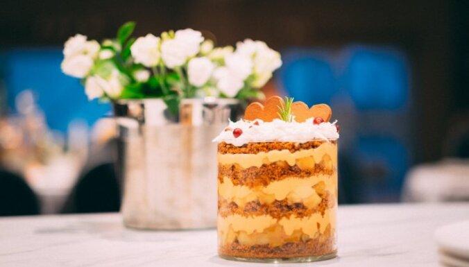 Piparkūku un karamelizētu augļu kārtojums jeb 'trifle'