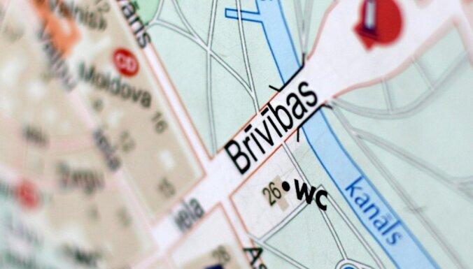 В Риге из-за велодорожки на ул. Бривибас гибнут десятки деревьев