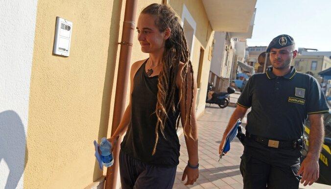 'Sea-Watch' iebrauc Lampedūzas ostā, kapteine aizturēta