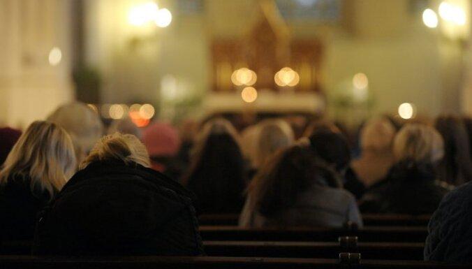 """Минюст: на богослужениях не действуют ограничения по числу человек, это """"не частные и не публичные мероприятия"""""""