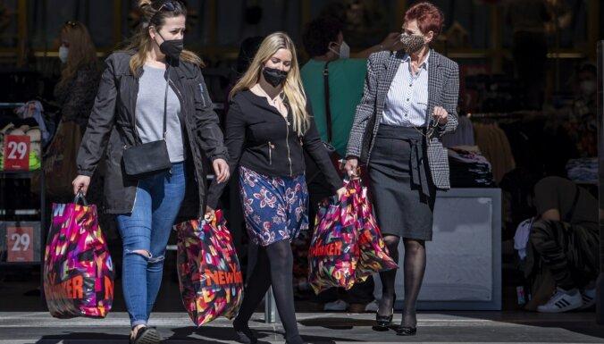 Čehijā atsāk darboties visi veikali, Kiprā gaida vakcinētus tūristus, Grieķijā atveras skolas