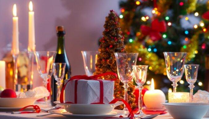 Klasiska Ziemassvētku maltīte: pieci kārdinoši ēdieni svinību galdam