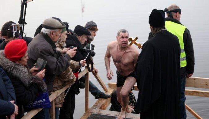 ФОТО. Крещение: в Риге освящены воды Даугавы