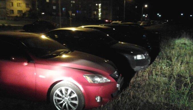Плявниеки: полиция оштрафовала 48 водителей за парковку на газоне