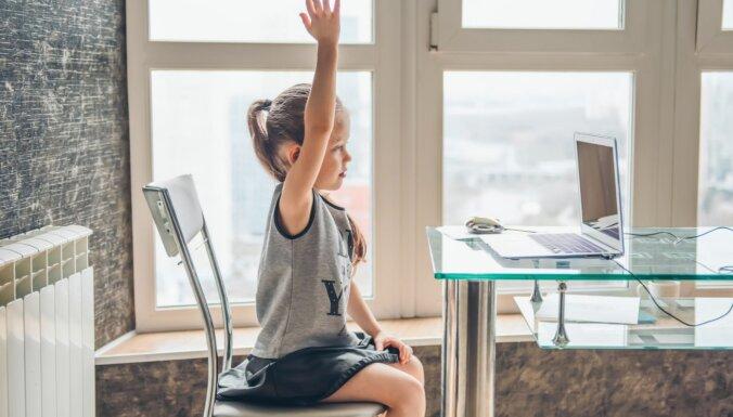Veiksmīgām attālinātajām mācībām portatīvie datori Latvijā nepieciešami vēl 18% skolēnu