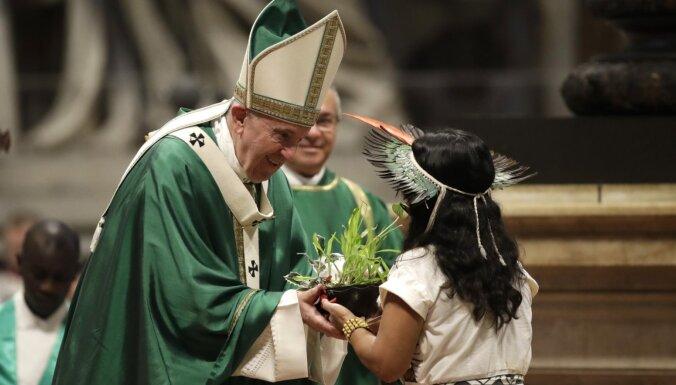 Pāvests aicina apturēt zemeslodes resursu izlaupīšanu un pāridarījumus pret nabagajiem