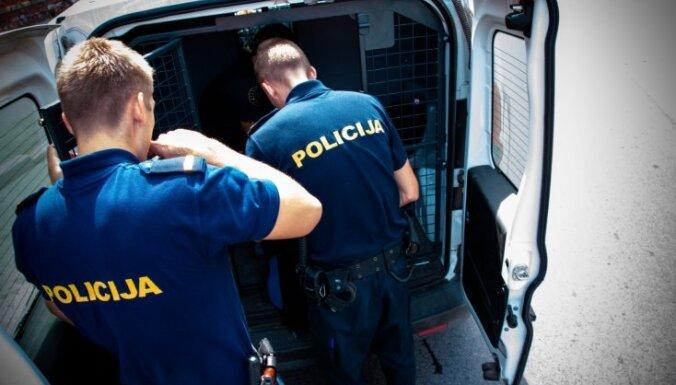 Полиция получила сообщения о трех обворованных квартирах и двух угнанных автомашинах