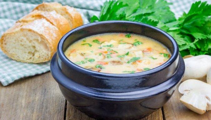 Vistas zupa ar sēnēm, rīsiem un saldo krējumu