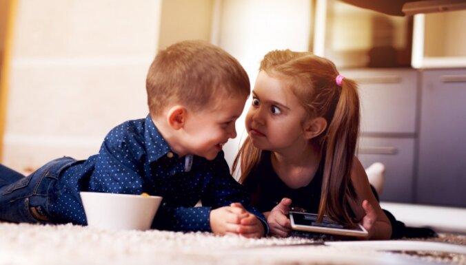 Kaitīgi uzskati, ko neapzināti uzspiež zēniem un meitenēm