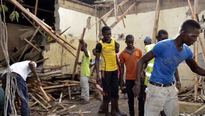 Vismaz 26 cilvēki gājuši bojā teroraktā Nigērijas mošejā