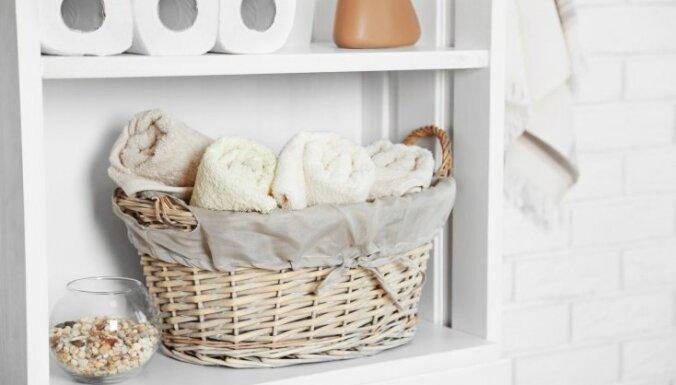 Kārtība vannasistabā: 13 risinājumi, kur telpā uzglabāt lietas