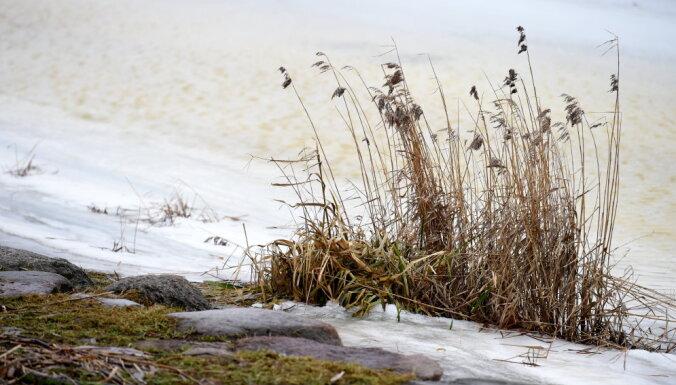 Новая информация: на льду каких рижских водоемов можно находиться
