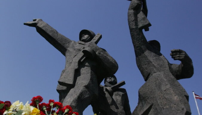 Татьяна Жданок собрала 10 000 подписей в защиту памятника Победы за три дня