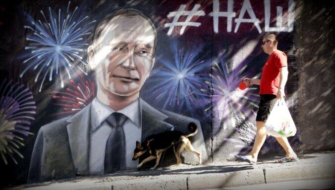 """""""Пока это бензозаправка с атомной бомбой"""". Какой видит Россию шведский журналист, изучающий ее 50 лет"""