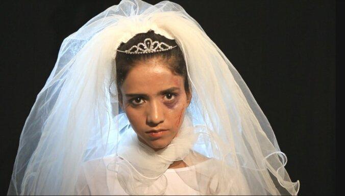 Meitene, kura uzdrīkstējās sapņot. Dziedātāja Aminata par filmu 'Sonita'