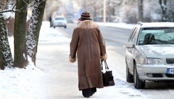Februāra sākumā Rīgā konstatēti 209 pārkāpumi par sniega netīrīšanu