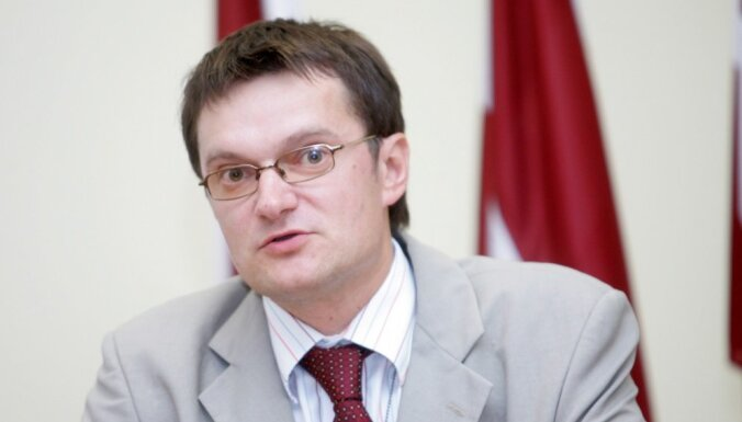 Госсекретарь Минобороны обвинил русскоязычные СМИ в нагнетании паники перед учениями России