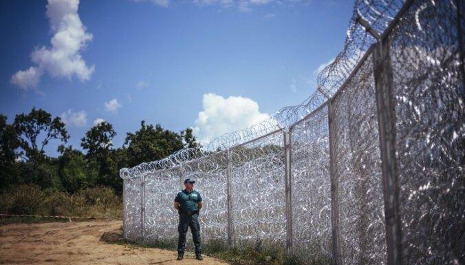 Болгария отгородилась от нелегалов забором длиной 33 км