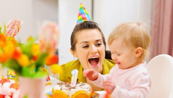 Pediatrs: pirmās dzimšanas dienas ballīte svarīga vecākiem, ne mazulim
