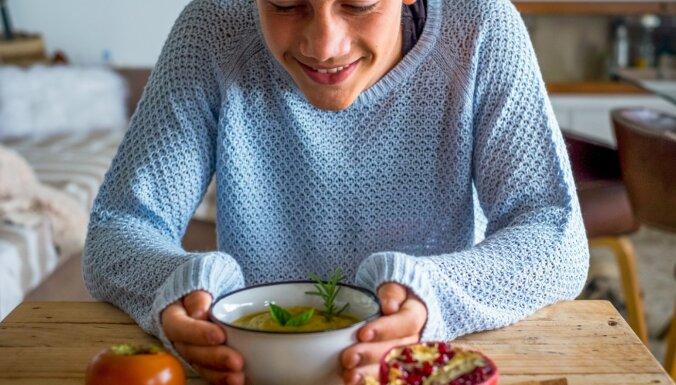 Pusaudzis vēlas būt veģetārietis! Kā vecākiem atvasi atbalstīt un palīdzēt veidot ēdienkarti
