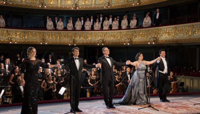 Foto: Ar greznu Galā koncertu durvis apmeklētājiem vērusi Latvijas Nacionālā opera