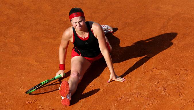 Остапенко не доиграла матч на турнире в Риме, Севастова отдала победу Бенчич