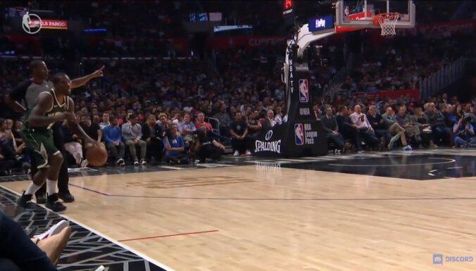 Video: NBA basketbolists cenšas atsākt spēli bez auta izmešanas