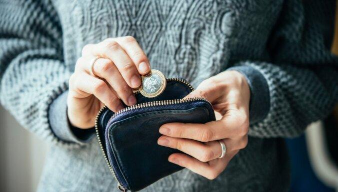 Sievietes Latvijā saņem ievērojami zemāku algu nekā vīrieši, atgādina OECD