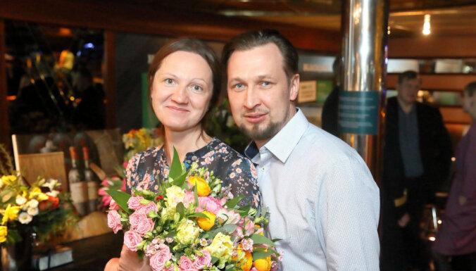 Foto: 'Tallink' līksmā burziņā uz kruīza kuģa svin jubileju