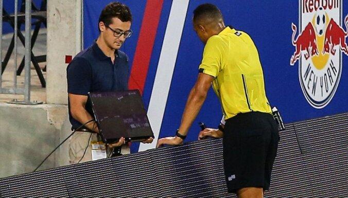 Ismail Elfath referee