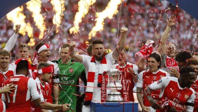 Arsenal celebrate win the English FA Cup final