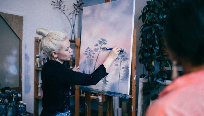 Māksliniekam jābūt arī pārdevējam – kā radošie gari izdzīvo Latvijā