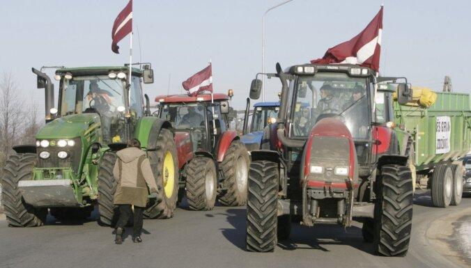 'Pensionāri, ierēdņi un ekoloģiskās govis': kādu nākotni Latvijai mālē dezinformatori